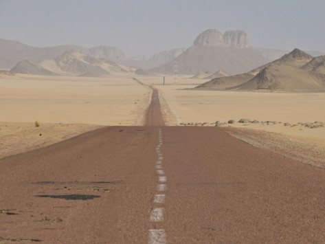 michael-runkel-long-straight-road-in-the-sahara-desert-algeria-north-africa-africa