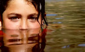 659955_young_girl_in_water