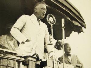 Franklin-Delano-Roosevelt-d